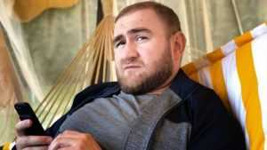 В сети появилось видео обыска у арестованного сенатора Арашукова