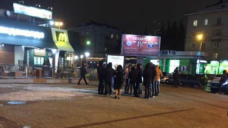 В Брянске из-за угрозы взрыва эвакуировали бежицкий «Макдоналдс»
