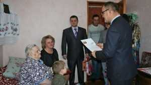 Жительницу брянской деревни с 95-летием поздравил замгубернатора
