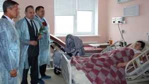 В Клинцах вице-губернатор Резунов подарил коляски для новорожденных