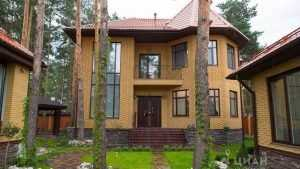 В Брянске выставили на продажу за 37 и 72 миллиона дворцы с водопадами