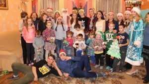 Брянские школьники поздравили воспитанников социального приюта