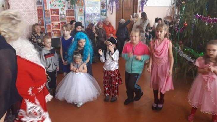 В брянской деревне новогодний праздник подарили работникам фермы