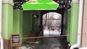 В Брянске из-за сосулек со скандалом перекрыли вход в магазин