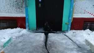В Брянске пристыдили замурованных льдом жалобщиков из многоэтажки