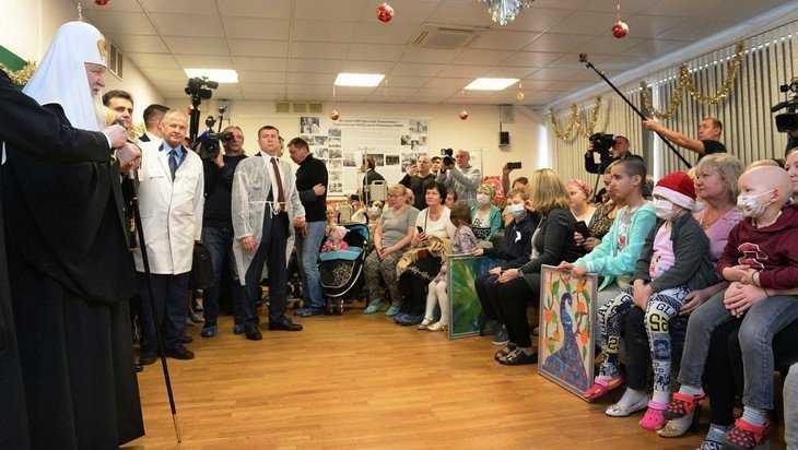 Святейший Патриарх Кирилл и брянский депутат Иванов поздравили детей
