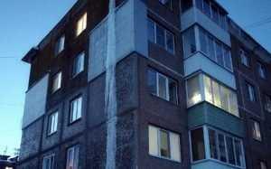 В Брянске на жилом доме сосулька-рекордсмен достигла длины 12 метров