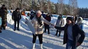 В Жуковке прошел ледовый праздник