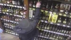 В Брянске 16-летний парень украл три бутылки спиртного из супермаркета