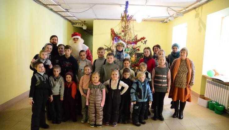 В Брянском районе детям подарили праздник Рождественской ёлки