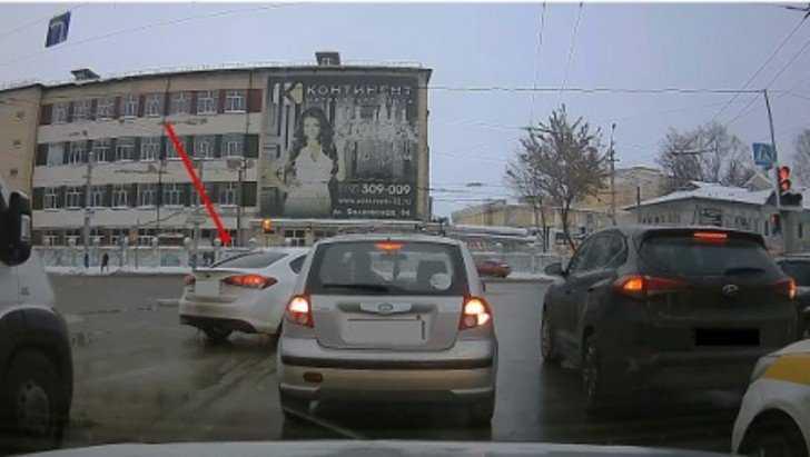 Троих брянских водителей – «героев» видео оштрафовали за нарушение правил