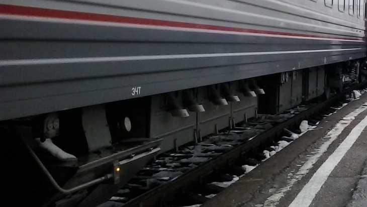 Следовавший в Брянск поезд столкнулся с автомобилем