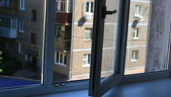В Брянске погибла пенсионерка, выпавшая из окна шестого этажа
