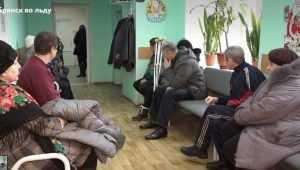 Сотни брянцев попадают ежедневно в травмпункт из-за гололеда