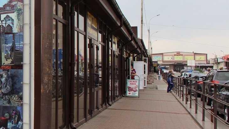 Раскрылась тайна появления киосков возле Центрального рынка Брянска