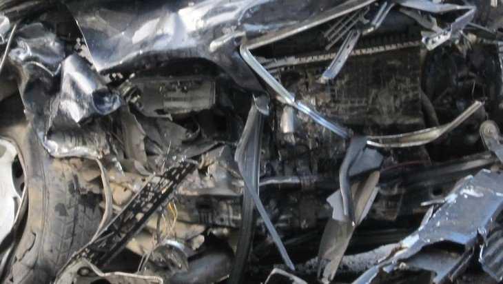 Под Брянском в страшном ДТП погибли два человека