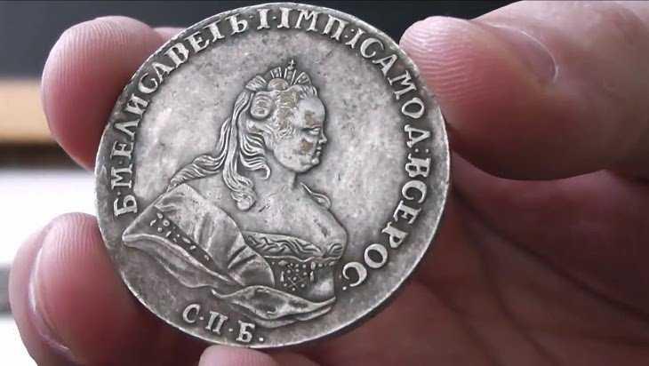 Брянцам предложили китайские подделки старинных российских рублей