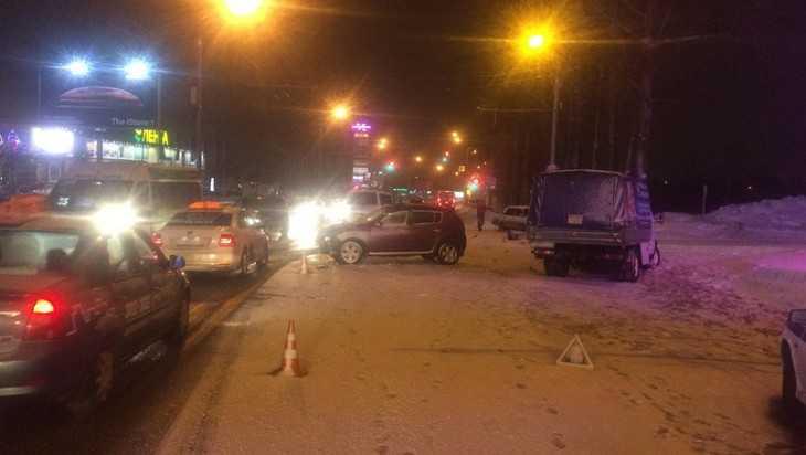 В Брянске вечером возле ТРЦ «Аэропарк» произошло массовое ДТП