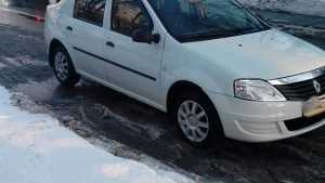 В Брянске Renault пробил голову пенсионерке-нарушительнице