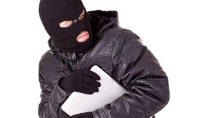 У жительницы Брянска украл ноутбук ее бывший квартирант