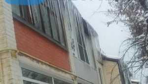 Жители Брянска попросили мэра избавить их от опасных сосулек