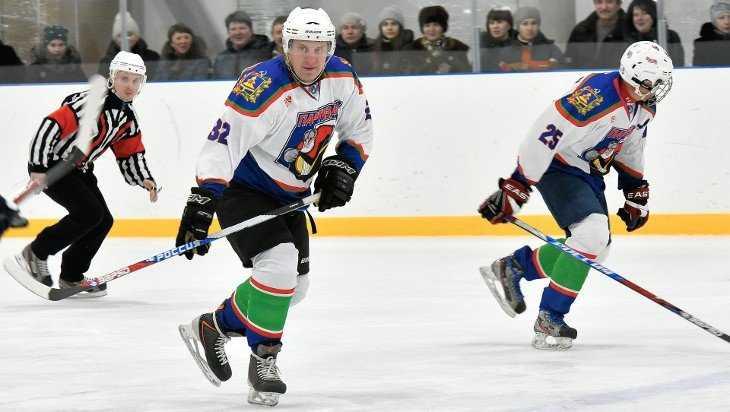 Брянский губернатор Богомаз сыграл в хоккей в Суземке