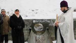 В Брянске прошло освящение обновлённого родника «Белый колодец»