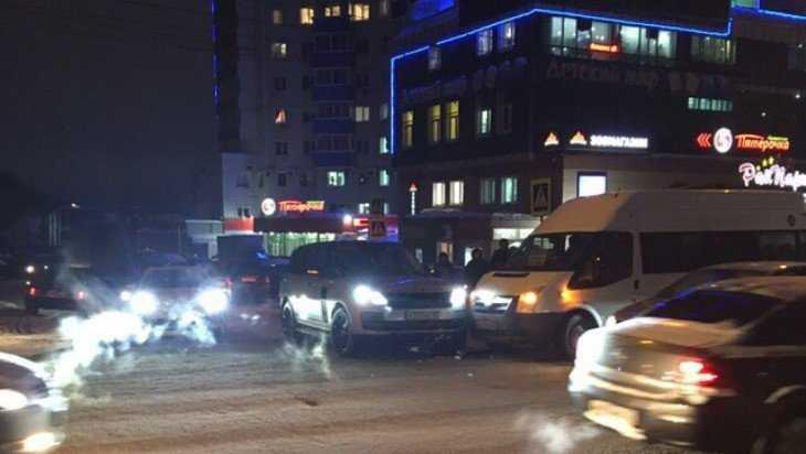 В Брянске возле «Мельницы» маршрутка протаранила Range Rover