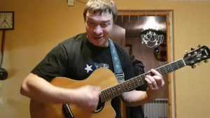 Известный бард Алексей Бардин дал концерт в сельцовской квартире
