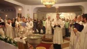 Брянский митрополит Александр освятил воду в Кафедральном соборе