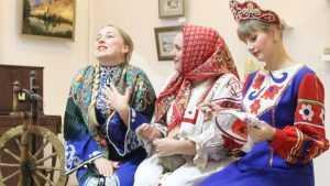 В Брянске открыли выставку «Народные сказки руками мастеров»