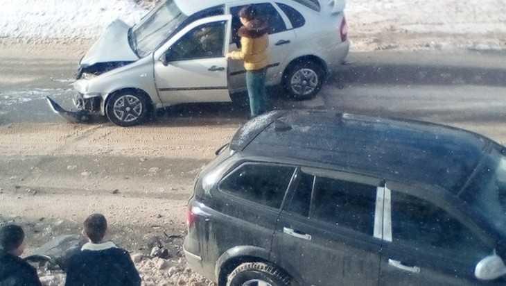 В Дятькове пожилой водитель врезался в припаркованный автомобиль