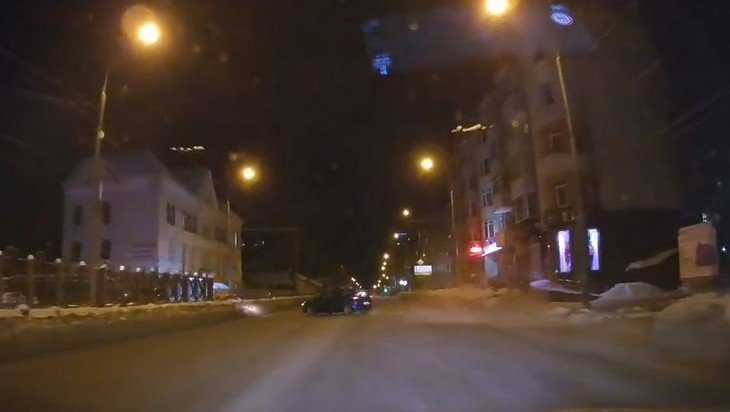 В Брянске сняли видео налетевшего на снежный вал «истребителя»