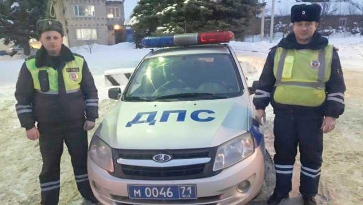 Тульские гаишники перед Новым годом выручили из беды брянских женщин