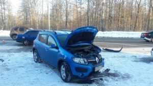 В Брянске ВАЗ протаранил Renault – пострадали три женщины