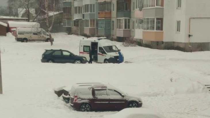 Белые Берега при бездействии коммунальщиков оказались в снежном плену