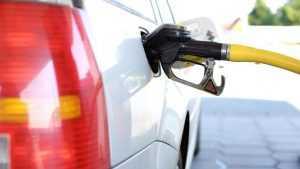 Правительство решило отпустить цены на бензин