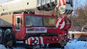 На помощь строителям Первомайского моста прибыл 150-тонный кран