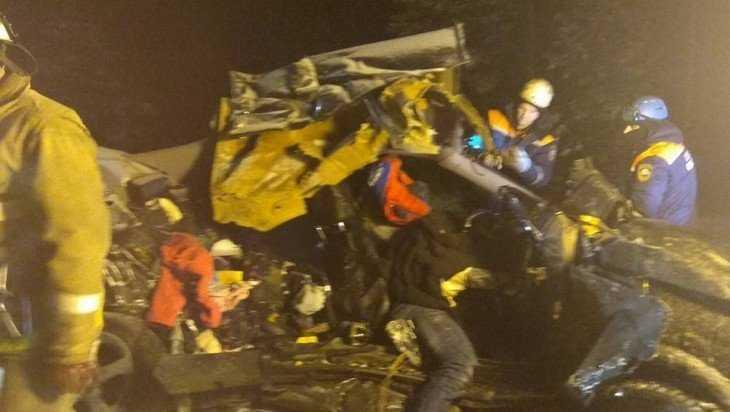 В жутком ДТП под Почепом погибли 29-летняя женщина и 24-летний мужчина
