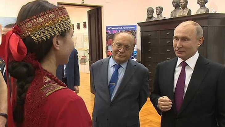 Президенту Путину студентки МГУ спели брянский фольклор