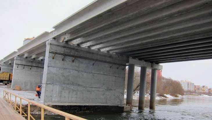 На Первомайском мосту в Брянске смонтировали четыре пролёта