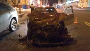 В центре Брянска столкнулись BMW и Lexus – пострадал водитель
