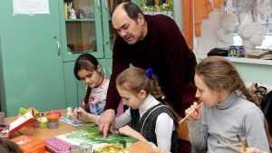 Брянский художник открыл дивный мир для многих детей