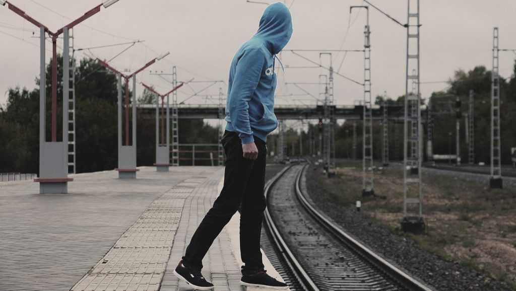 В Брянске воришка украл одежду у железнодорожников
