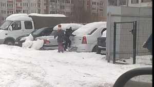 Детские шалости на дворовой автостоянке возмутили брянцев