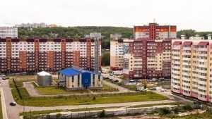 Почему квартиры в одном микрорайоне стоят по-разному?