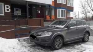 В Брянске водителя Volkswagen оштрафовали за стоянку на тротуаре