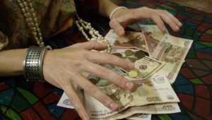 Брянская пенсионерка отдала лжецелительнице 356000 рублей