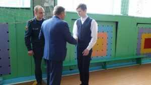 В Климове школьника наградили за спасение тонувшего мальчика