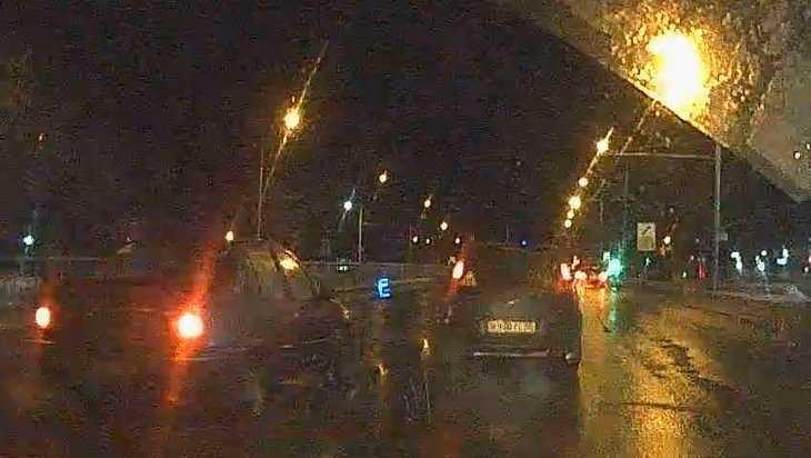 В Брянске сняли видео жесткого тарана заплутавшего водителя
